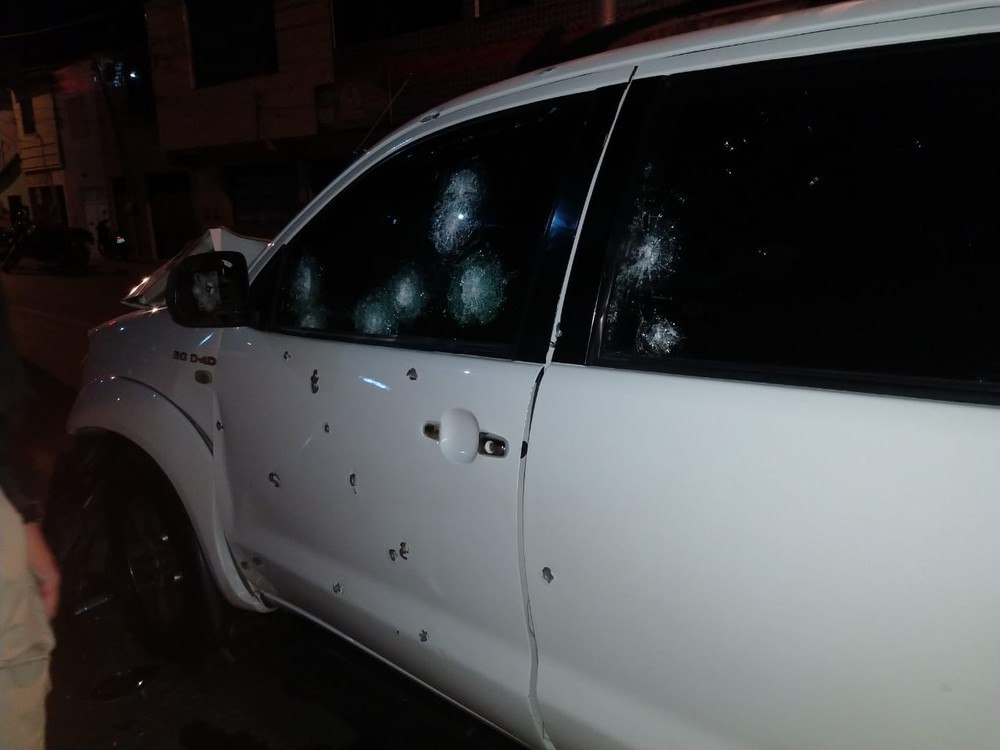 Motorista deixa carro blindado em Sobral após perseguição, tiroteio e cinco horas de negociação com a polícia