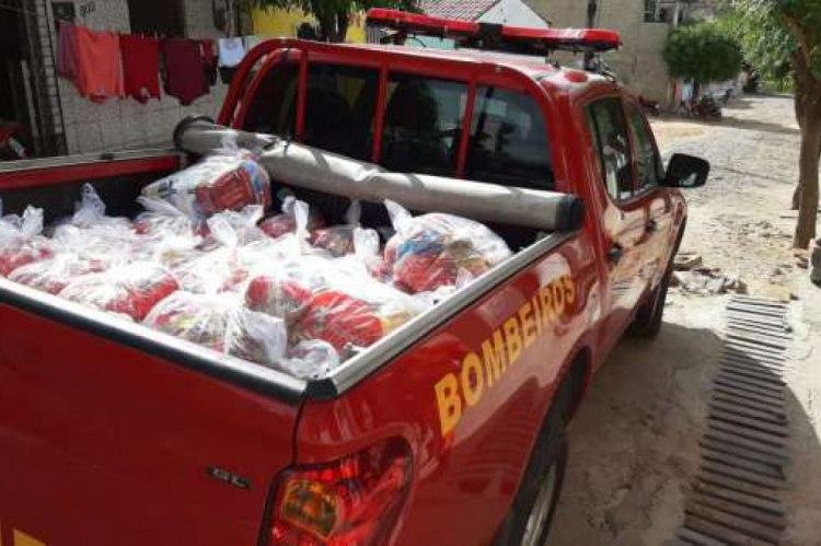 Bombeiro converte o primeiro salário em doação de cestas básicas em Canindé