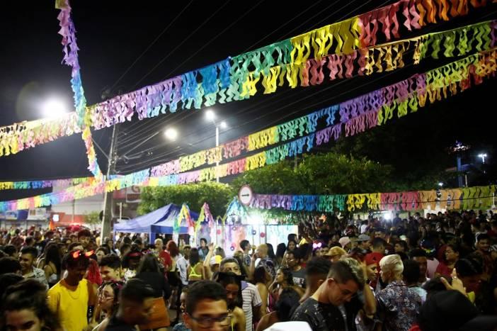 Foliões curtem segundo dia de Carnaval Cultural em Juazeiro do Norte
