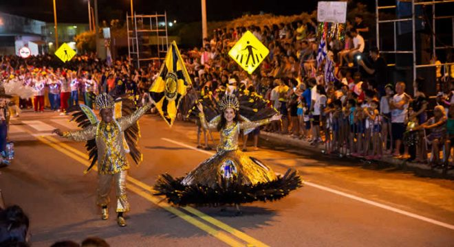 Esurd faz desfile e empolga público em Várzea Alegre