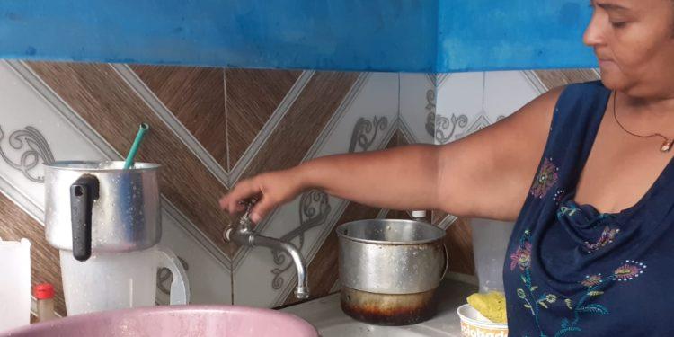 Moradores de Barbalha reclamam de falta d'água e denunciam contingenciamento da Cagece