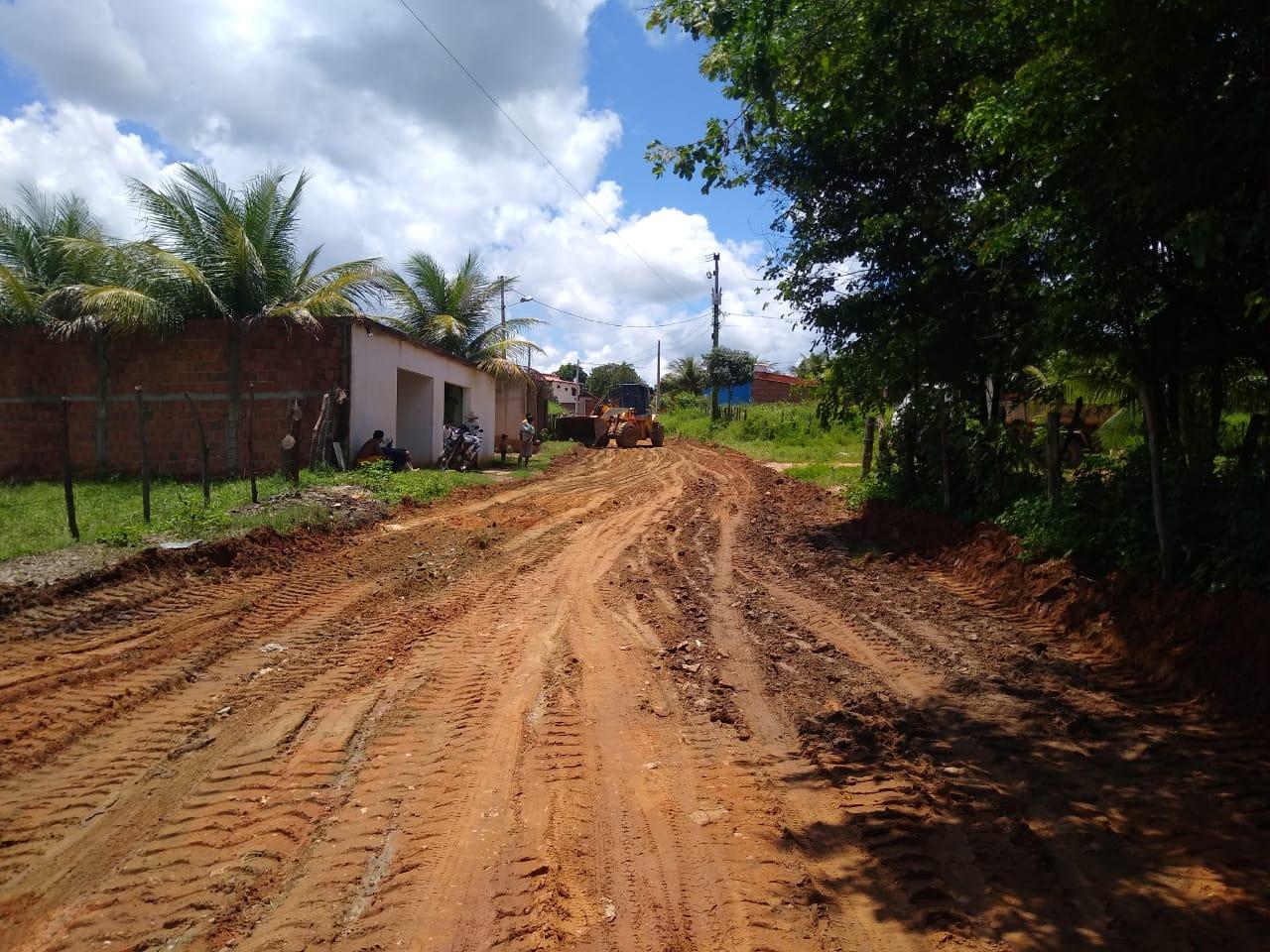 Secretaria de Agricultura recupera estrada no Sítio Carás do Umari