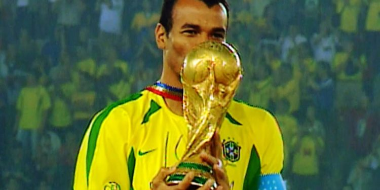 Globo reprisa final da Copa do Mundo de 2002 neste domingo (12)