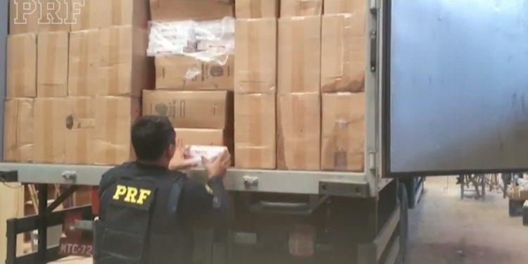 PRF apreende 117 mil pacotes de cigarros no Ceará; mercadoria avaliada em R$ 7 milhões