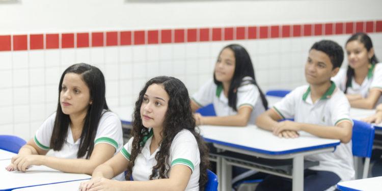 Aulas da rede pública de ensino não têm data para recomeçar no Ceará