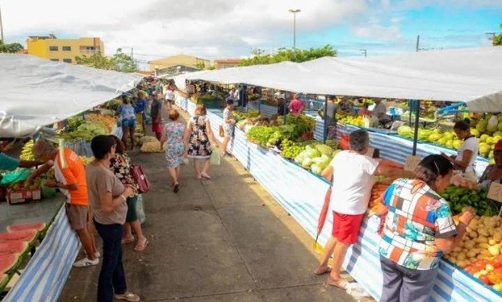 Feiras livres e comércio informal ainda não têm data para o retorno das atividades no Ceará, diz secretário da Saúde