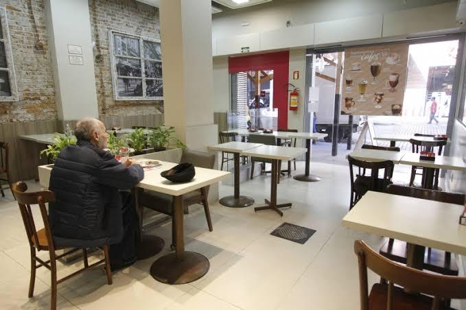Com foco nos trabalhadores, Abrasel defende abertura parcial de restaurantes na 1ª fase