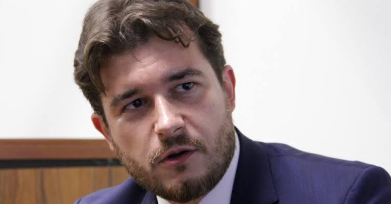 Proposta de Pedro Bezerra autoriza municípios a utilizar recursos de precatórios do Fundef e Fundeb
