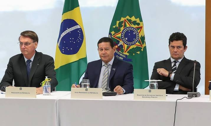 Bolsonaro diz que quer 'que o povo se arme' para Brasil não virar ditadura