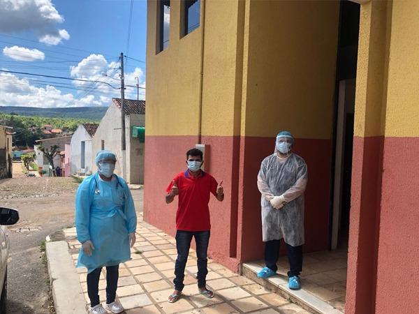 Primeiro paciente de covid-19 tem alta da unidade de apoio a recuperação da saúde, em Santana do Cariri