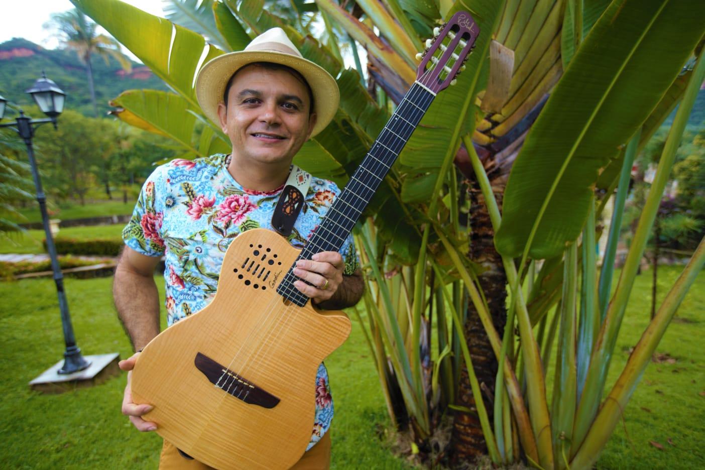 Programação do Sesc Sonoridades traz live solidária de Leonardo de Luna e Convidados neste domingo
