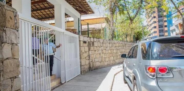 Dois homens são presos por ameaçar jogar bomba caseira na residência oficial do governador do Ceará