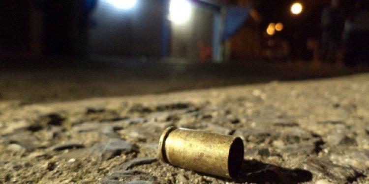 Vítima reage a tentativa de assalto e mata suspeito a tiros em Fortaleza