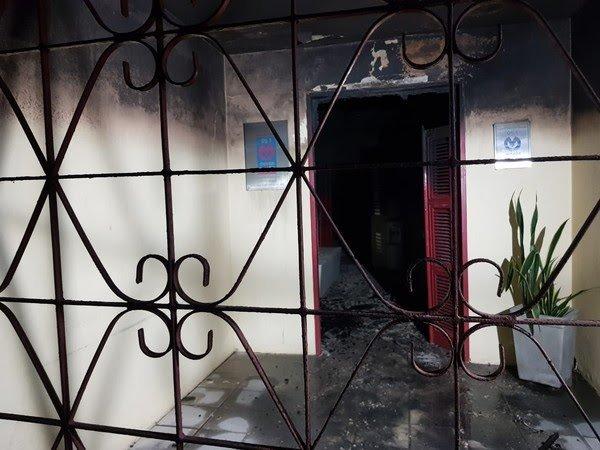 Homens rendem funcionária, invadem rádio e ateiam fogo em estúdio na Grande Fortaleza