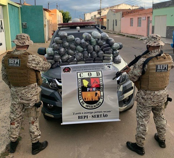Quatro são capturados ao tentar passar por barreira sanitária com 50 kg de maconha em porta-malas de carro, no Cariri