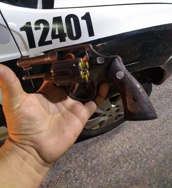 Jovem presa em tentativa de assalto com namorado, na Grande Fortaleza, diz ter comprado arma com auxílio emergencial