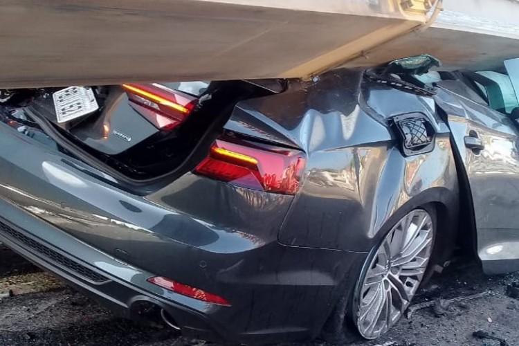 Duas pessoas morrem após acidente entre carro e carreta que transportava asa eólica em Parambu