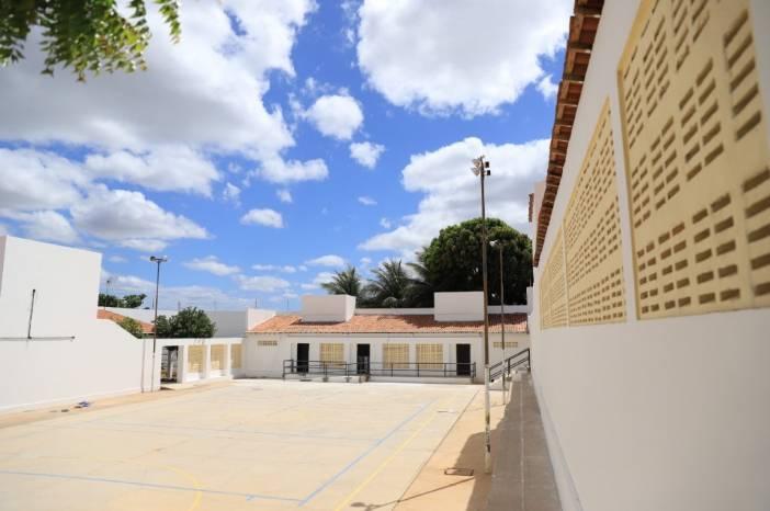 Prefeito Arnon Bezerra entrega 15 escolas reformadas em uma semana, abre 2º semestre letivo e assina ordens de serviço