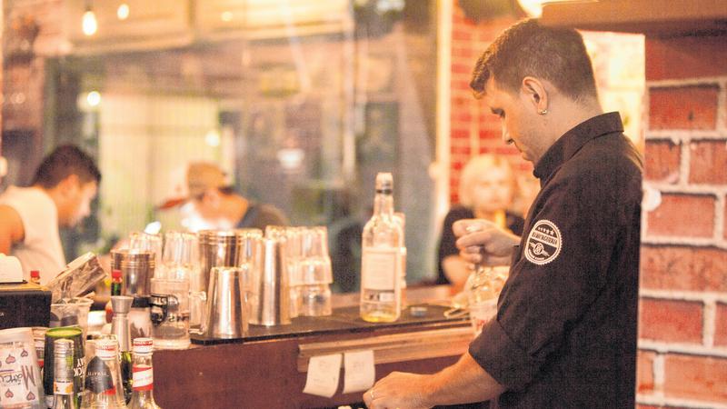 Metade dos bares e restaurantes não deve reabrir, afirma Abrasel