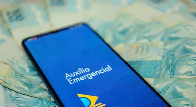 Auxílio emergencial injeta R$ 20 bi no comércio por pagamento digital