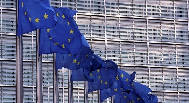 Covid-19: UE vai doar R$ 2,6 milhões à OMS por vacina universal