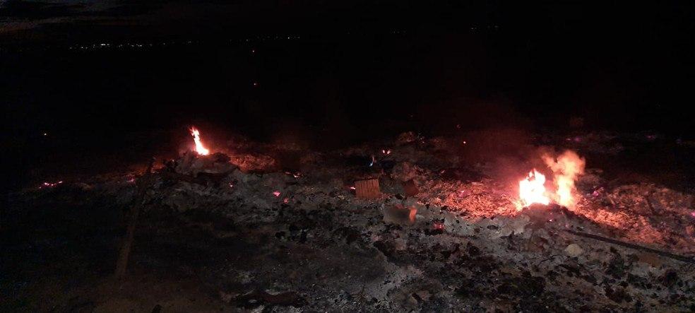 Incêndio em lixão atinge barracas e causa prejuízo aos catadores de Iguatu