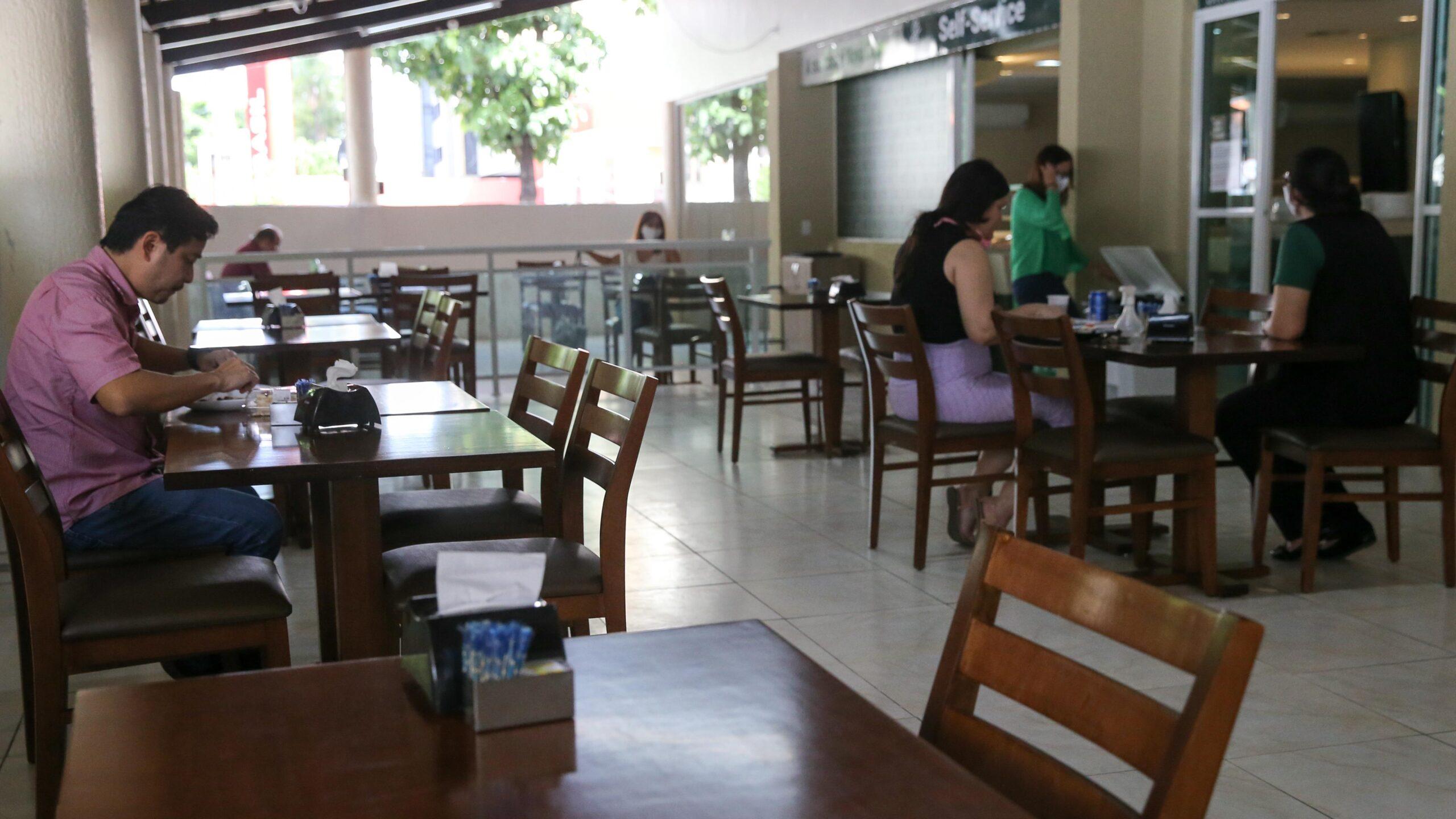 Prefeitura de Iguatu decide suspender celebrações religiosas e reabertura de restaurantes