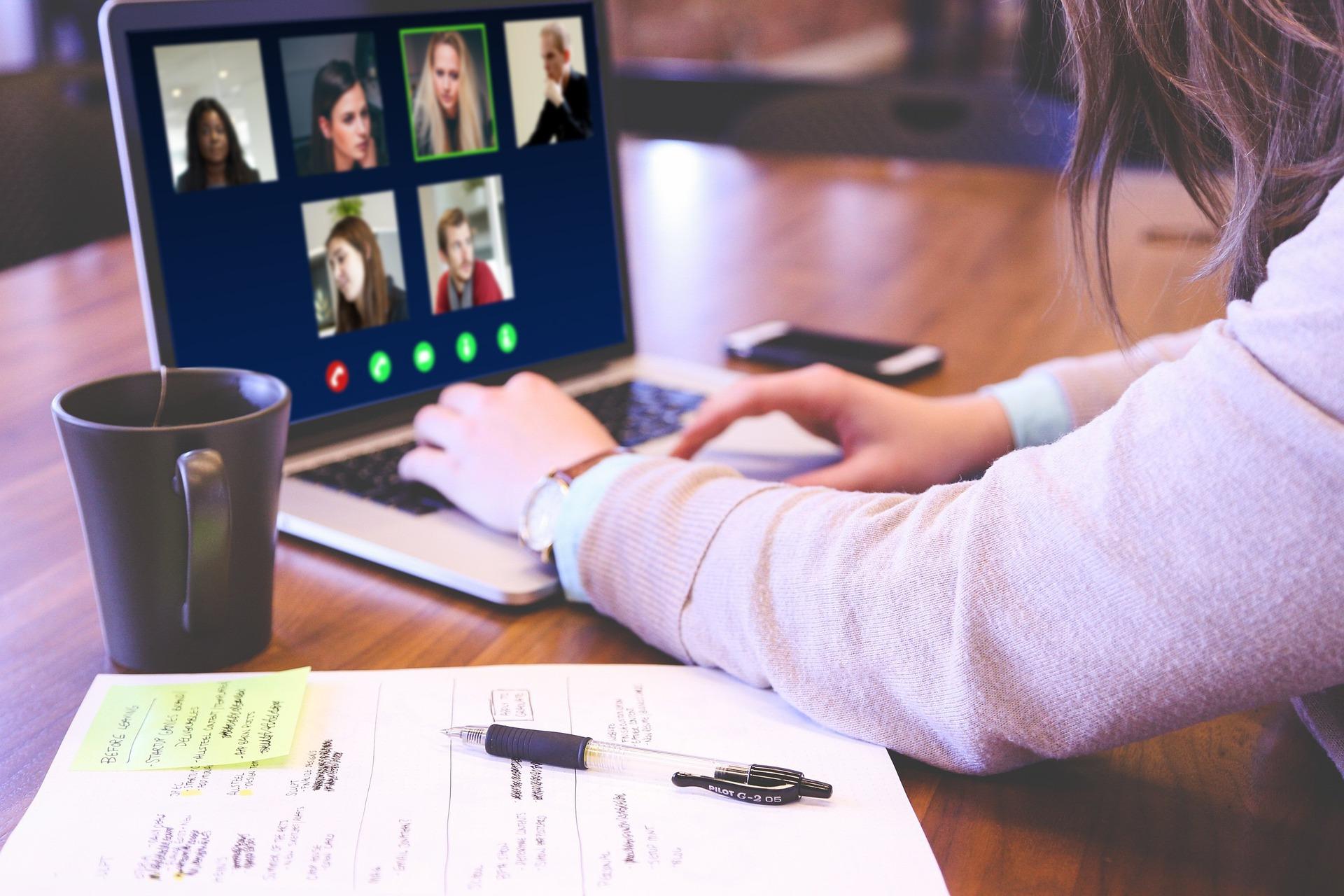 Setor educacional recebe capacitação virtual que visa o domínio da tecnologia Google para professores