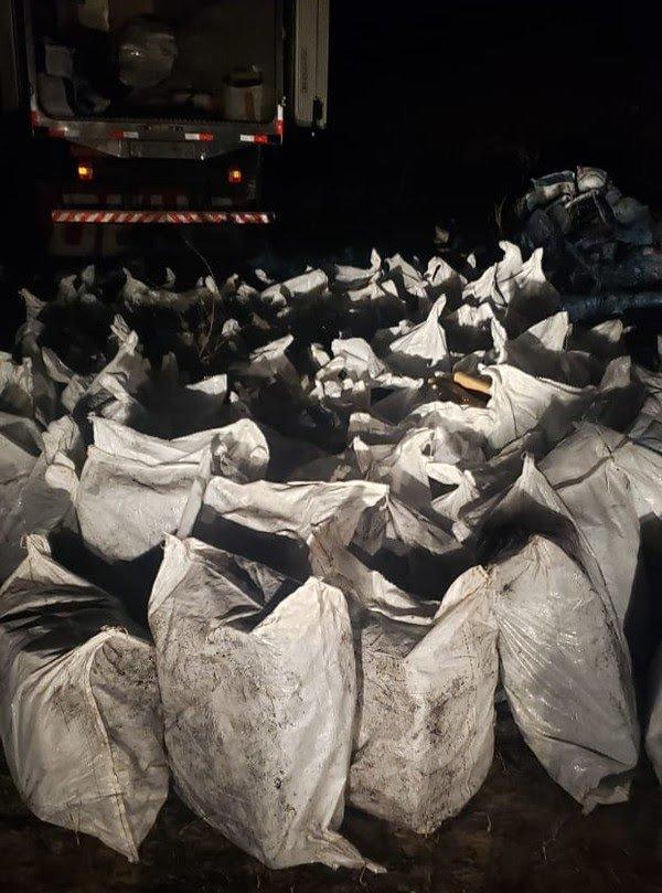 Mais de 4 toneladas de maconha são apreendidas pela PM dentro de caminhão em Aquiraz