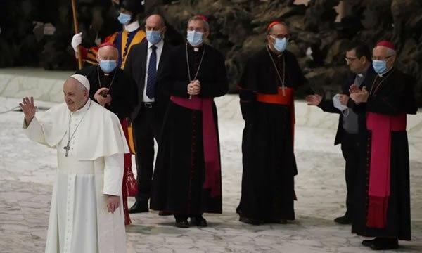 Papa Francisco defende união civil entre homossexuais em um documentário