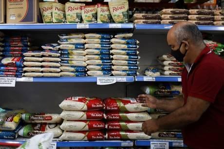 Alta dos alimentos foi sentida por 95,6% dos brasileiros, diz pesquisa