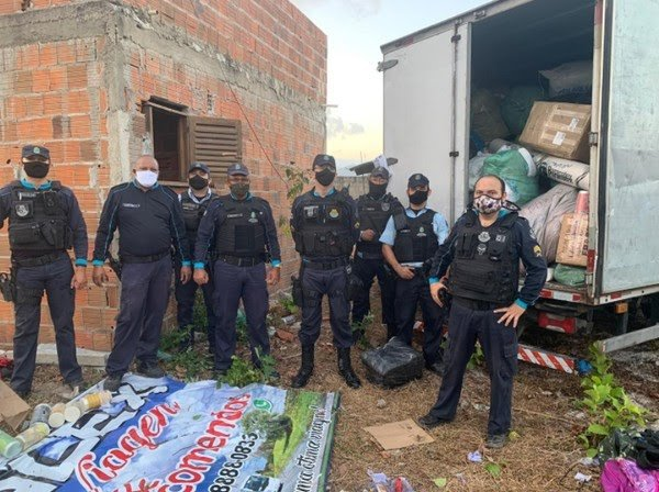 Carga de confecções e cosméticos avaliada em R$ 200 mil é recuperada pela polícia na Grande Fortaleza