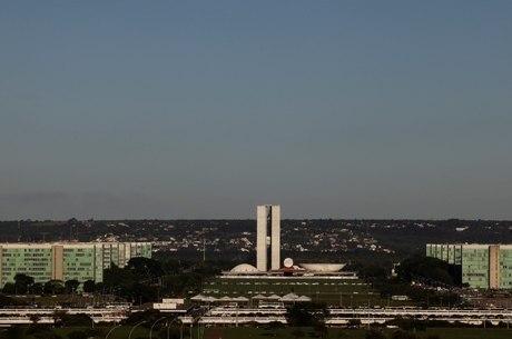 Brasil é o 6º no mundo em gastos com funcionários públicos, diz CNI