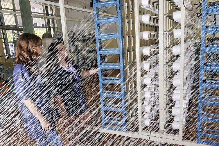 Produção têxtil cai 9% ao longo de 12 meses