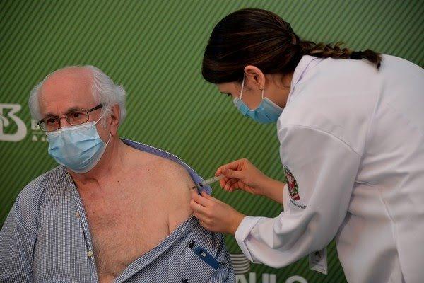 Mundo passa de 40 milhões de vacinas contra Covid aplicadas; Brasil aparece pela 1ª vez em ranking