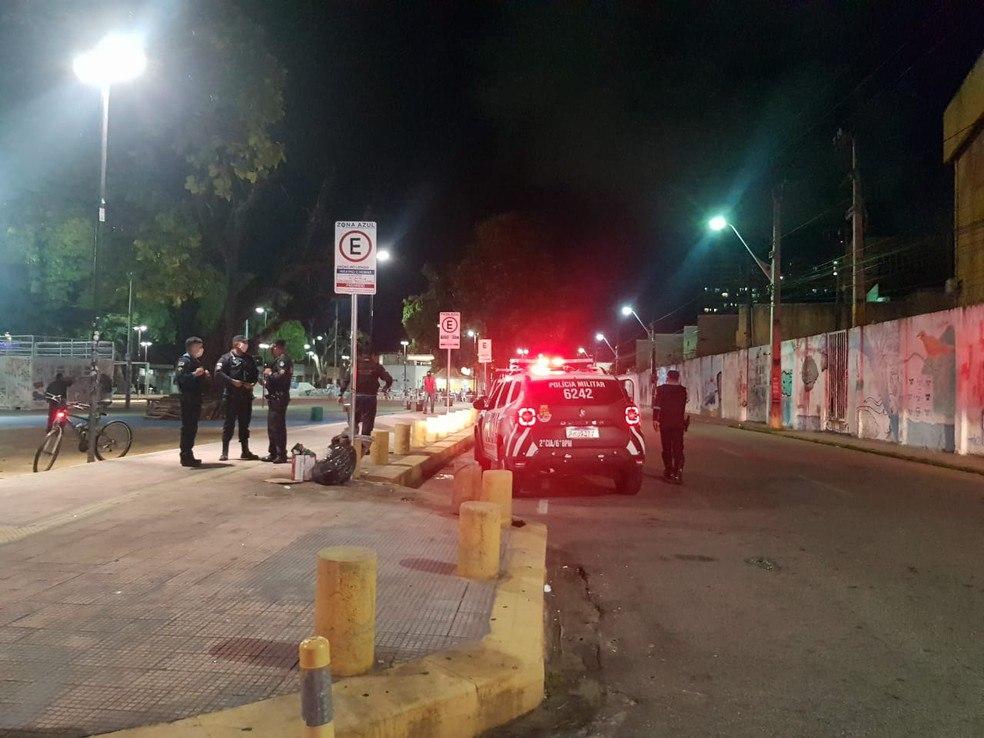 Polícia apreende adolescente suspeito de esconder homem preso por balear seis pessoas no Benfica, em Fortaleza