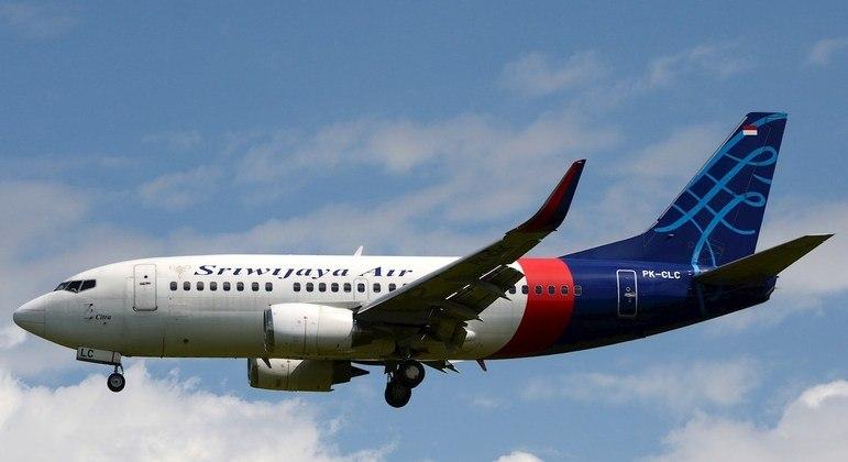 Indonésia confirma queda de avião com 62 a bordo; autoridades anunciam operação de busca