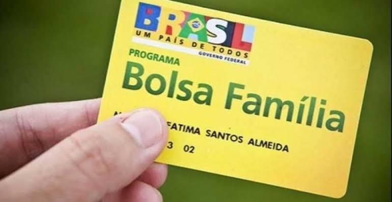 Governo prorroga suspensão derevisões do Bolsa Família
