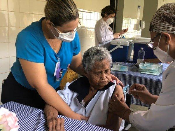 Mais de 80 mil doses da vacina contra a Covid-19 já foram distribuídas no Ceará