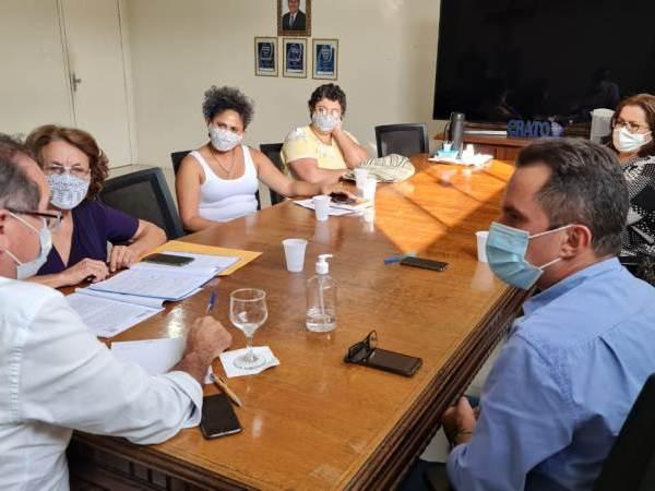 Prefeito Zé Ailton recebe plano municipal de políticas para as mulheres e garante apoio para o fortalecimento de ações