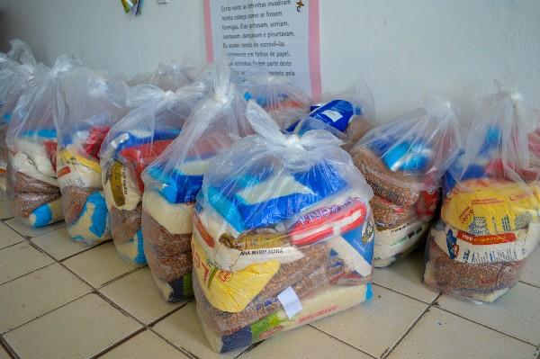 Vítimas de violência doméstica recebem cestas básicas em Crato