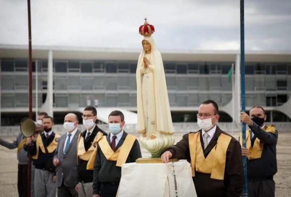 Católicos rezam contra Campanha da Fraternidade