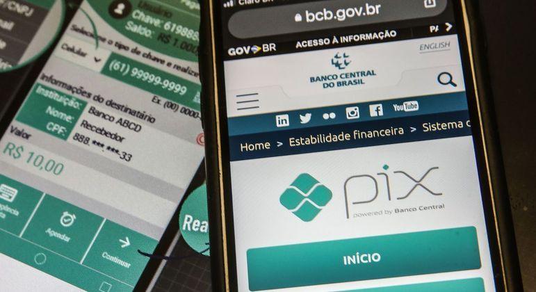 Adesão ao Pix sinaliza fim das taxas e filas em agências, diz especialista