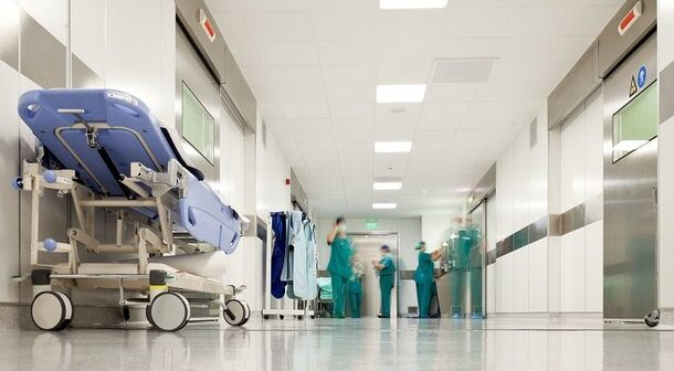 """Decon multa Hapvida por impor prescrição do """"kit COVID"""" com hidroxicloroquina a pacientes com covid-19"""