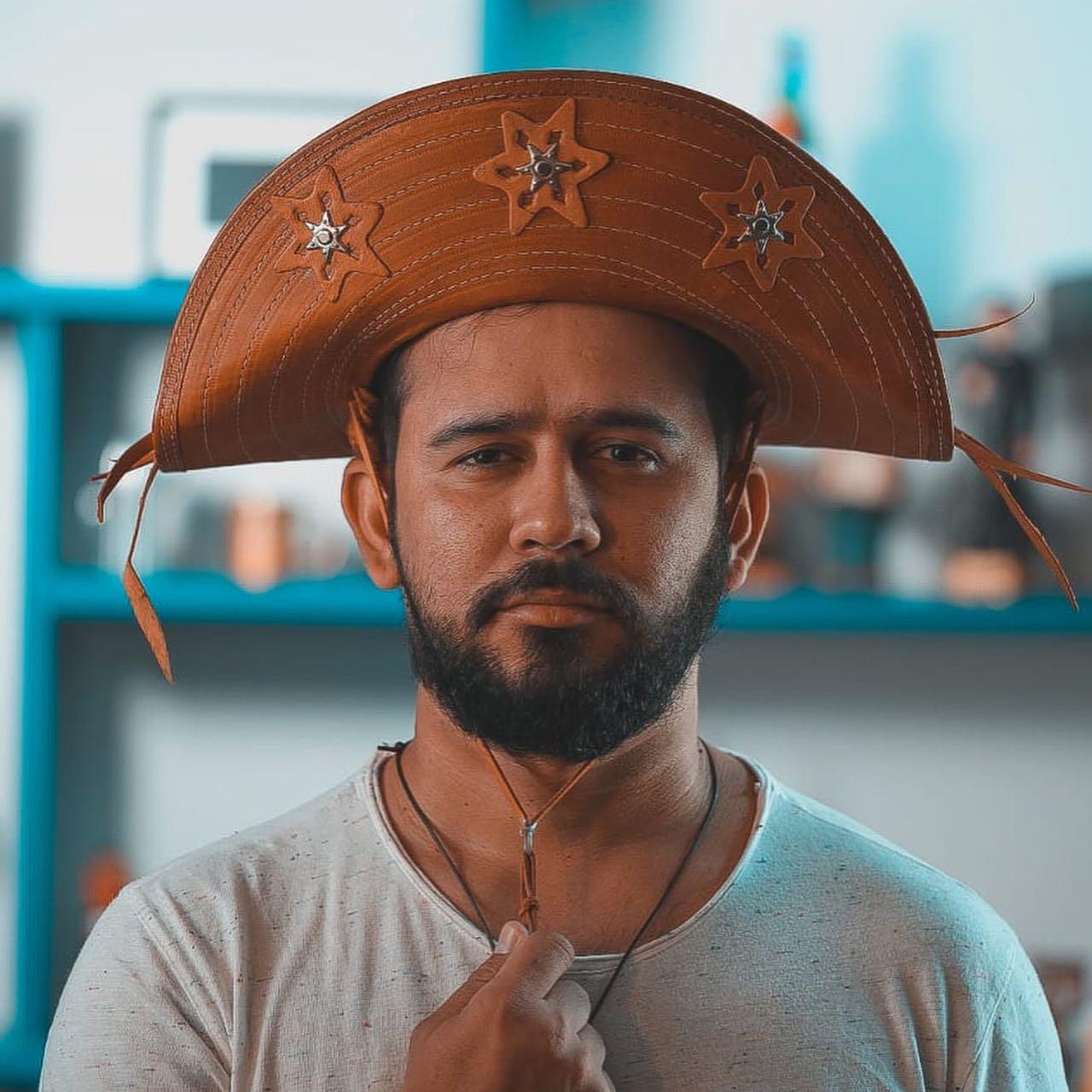 Poeta Bráulio Bessa apresenta melhora, mas segue internado com Covid-19 em Fortaleza