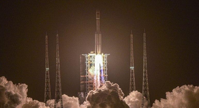 China lança espaçonave e avança no projeto de nova estação espacial