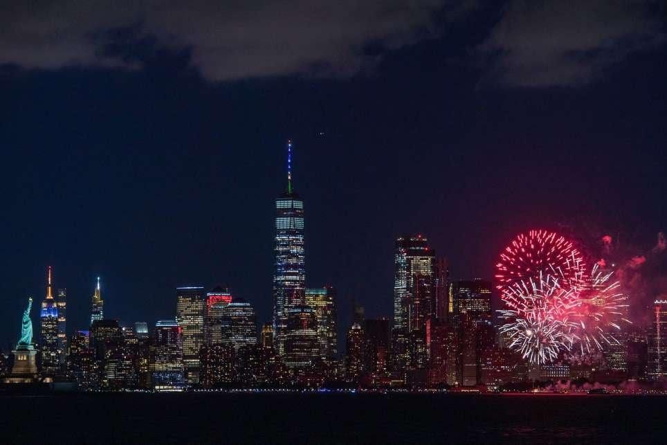 Nova York celebra com fogos a marca de 70% da população vacinada