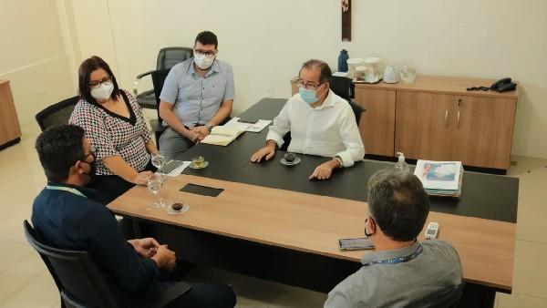Crato: Agilidade em análise dos dossiês do São Bento I e II por parte da CEF é solicitada em reunião na prefeitura