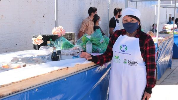 Pequenos produtores da vila São Francisco expõem produção em feira da agricultura familiar