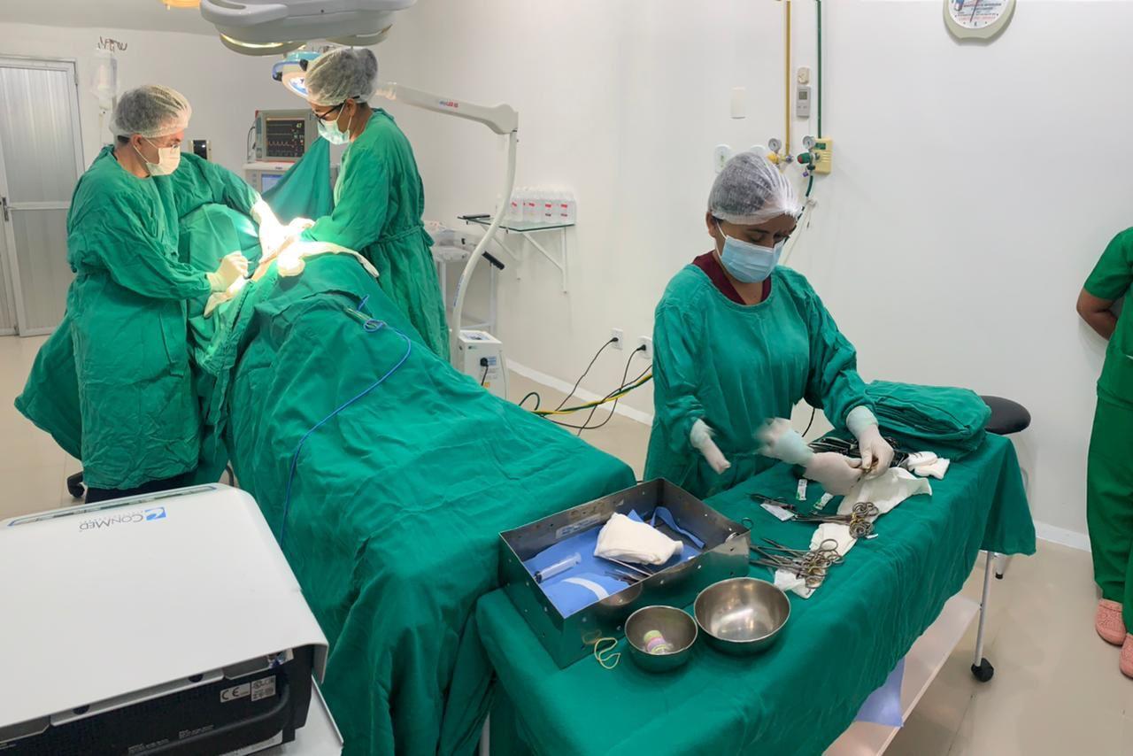 """""""Dia do Médico"""" é comemorado com cirurgias de reconstrução mamária gratuitas no Hospital Santo Antônio"""